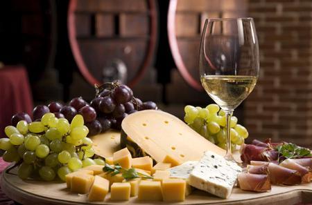 Bologna Ancient Taverns Walking Tour Including Wine Tasting