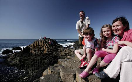 From Belfast: Fully Guided Tour of Giant's Causeway
