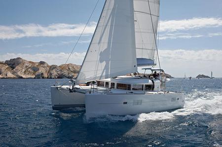Private Lagoon 400 Sailing Tour in Santorini