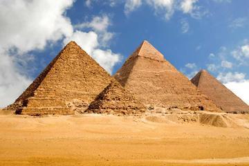 Private Sightseeing Tour of Giza Pyramids and Sakkara