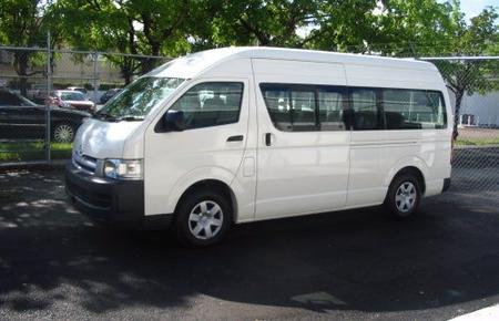Nassau Round-Trip Cable Beach Airport Transfer