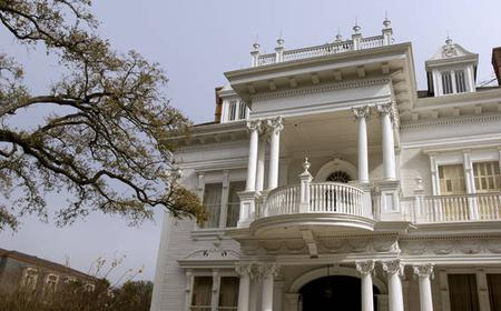 Guided Tour: Garden District and Lafayette Cemetery