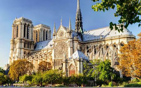 Paris Tour by River Shuttle: Notre Dame, Skip the Line Louvre Tickets and Lunch at the Eiffel Tower