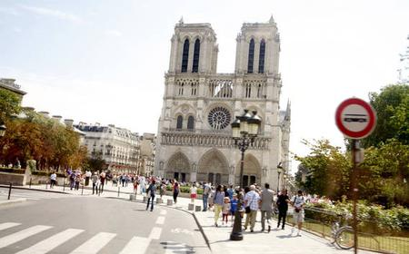 Paris 3.5-Hour City Tour by Minibus with Transfers