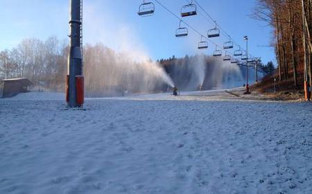 Monínec Full-Day Skiing Tour from Prague