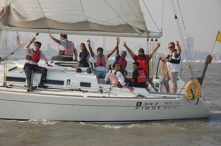5-Hour Private Beginner Sailing Course in Mumbai Harbor