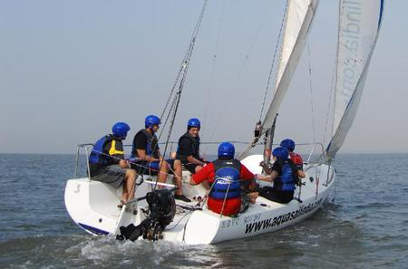 2-Hour Private Beginner Sailing Course in Mumbai Harbor