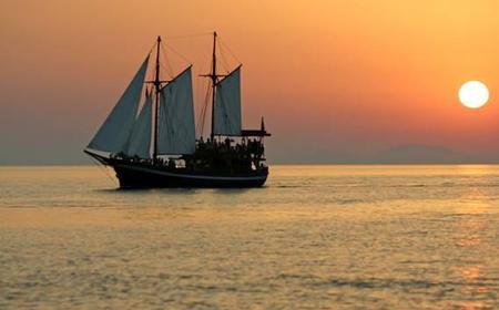 Santorini 5-Hour Romantic Sunset Cruise