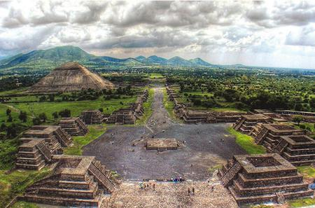 Private Tour of Mexico City, Teotihuacan Pyramids and Lady of Guadalupe Cathedral