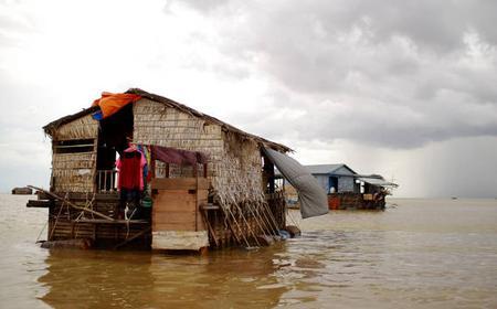 Tonle Sap Lake & Banteay Srei Temple: Full-Day Tour