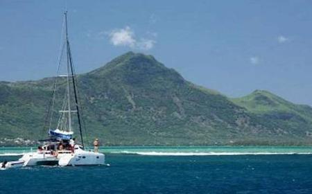 Benitiers Island: Catamaran Cruise & Dolphins