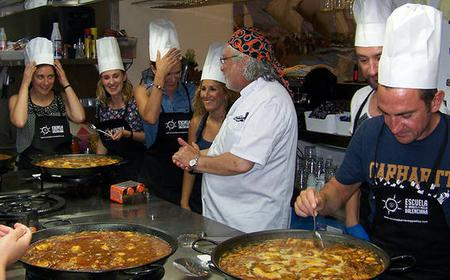 Valencia: Paella Cooking Class and Bus Tour