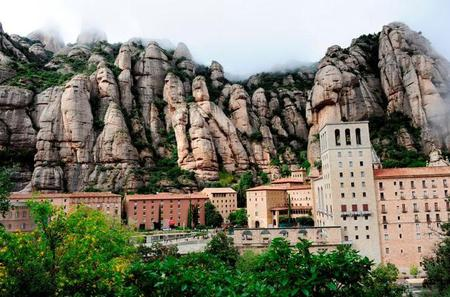 Barcelona Super Saver: Montserrat Day Trip and Barcelona Gaudi Tour