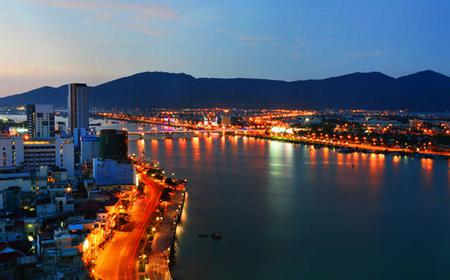 Da Nang 4-Hour Nightlife Tour with Dinner
