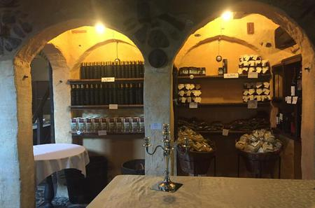 Private Day Trip to Italian Villages and Menton including Olive Oil Tasting from Monaco