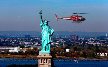New York Helicopter Tour – City Highlights  12–15 Minutes