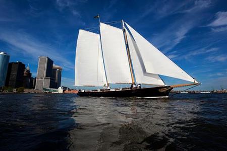 Manhattan Brunch Sailing Trip Aboard a Schooner