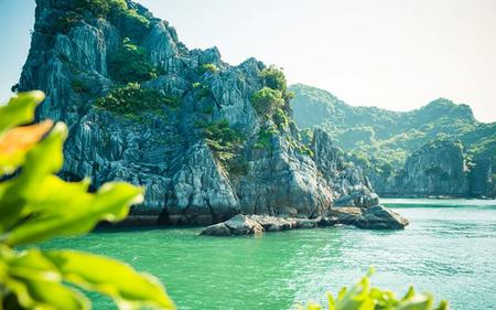 Citadels and Temples of the Dry Halong Bay – Tour from Hanoi