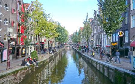 Amsterdam: Critical Red Light District tour in German