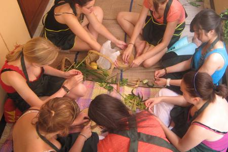 Wet Market Tour & Traditional Thai Cooking Class