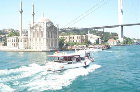 Bosphorus Cruise With Dolmabahçe Palace and Fortreses