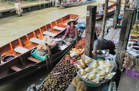 Private Tour: Floating Markets of Damnoen Saduak Cruise Day Trip from Bangkok