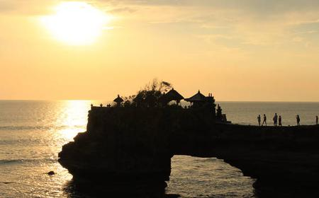 Bali: Tanah Lot Sunset Private Tour with Kecak Show & Dinner