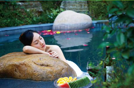 Public Hot Spring Bathing Experience at Jiuhua Resort and Summer Palace Visit