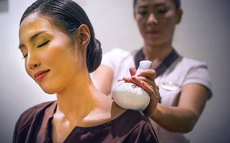 Chiang Mai: 1 Hour Thai Herbal Ball Massage