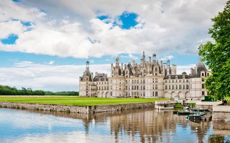 Loire Valley Bike Tour with Train Tickets from Paris