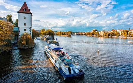2-hour Prague Sightseeing Cruise with Optional Dessert