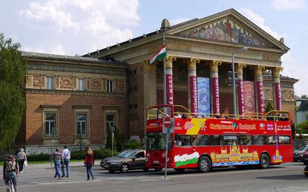 City Sightseeing Budapest: Hop-On, Hop-Off Tour with Optional River Cruise