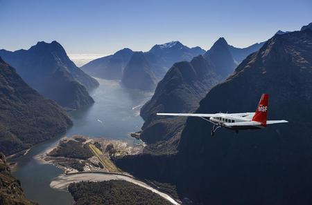 Milford Sound Walking Tour with Return Flights from Queenstown
