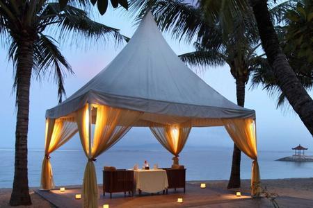 Romantic Candlelight Dinner At Sanur Beach