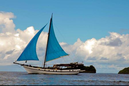 7 Days Aboard The Lambo Sailing Cruise From The Gili Islands To The Komodo National Park