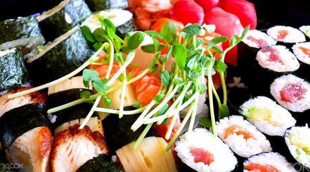 Tsukiji Fish Market and Sushi Workshop