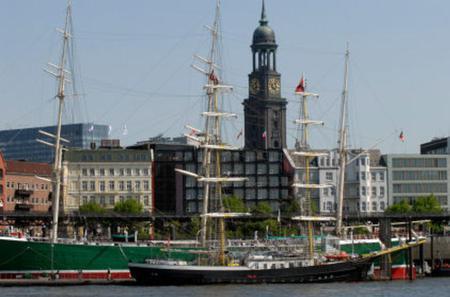Hamburg Hop-on Hop-off Tour - Red Double Decker
