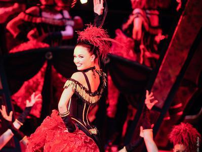 Paradis Latin Cabaret - Champagne and Show