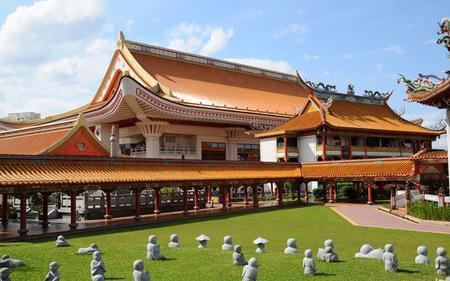 Singapore Island Tour; Gardens by the Bay, Kranji War Memorial and Changi Chapel