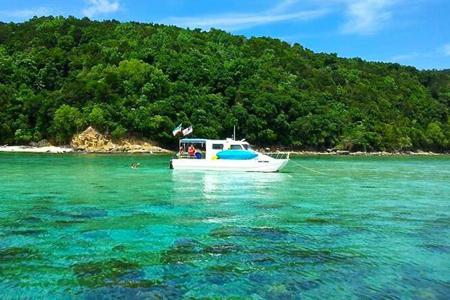 Private pleasure boat charter in Kota Kinabalu for 2 persons