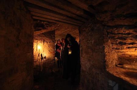 Ghostly Underground Vaults History Tour in Edinburgh