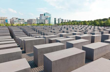 Private Walking Tour: World War 2 and Cold War Sites in Berlin