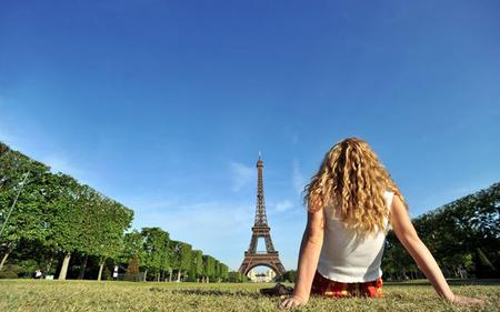 Montmartre, Skip-the-Line Eiffel Tower & Cruise: Small Group Tour