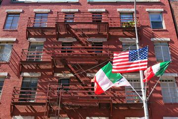 Small Group 3 New York Neighborhoods Tour : Soho Chinatown and Little Italy Tour