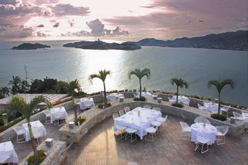 High Cliff Diver Exhibition and 3-Course Dinner in Acapulco
