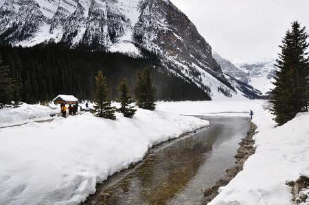 4-Day Splendid Canadian Rockies, Banff, Victoria Tour from Calgary, Vancouver out (Summer Tour)