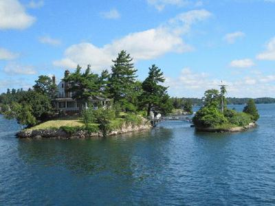 5-Day Toronto, Thousand Islands, Montreal, Ottawa, Niagara Falls Tour from Toronto with Airport Transfers