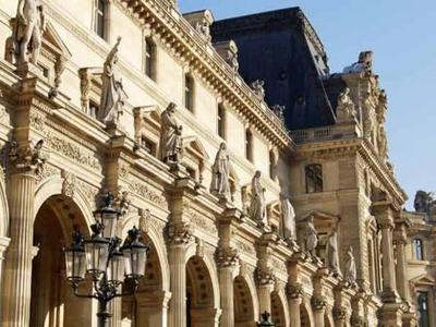 Historic Paris Sightseeing Tour