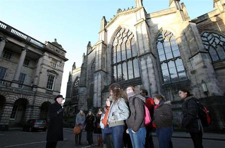 Edinburgh Historical Walking Tour Including Skip the Line Entry to Edinburgh Castle