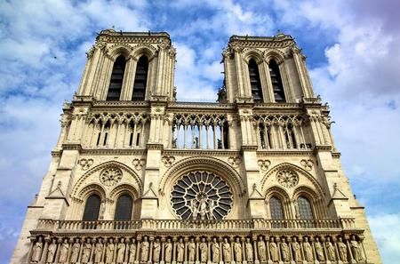 Skip the Line: Notre Dame Cathedral, Tower and Ile de la Cite Half-Day Walking Tour